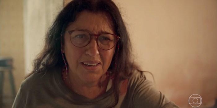Regina Casé (Lurdes) em cena de Amor de Mãe, que cresceu em audiência (Foto: Reprodução/TV Globo)