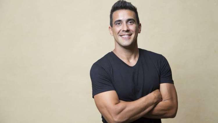 André Marques é apresentador da nova temporada do No Limite na Globo (Foto: Reprodução)