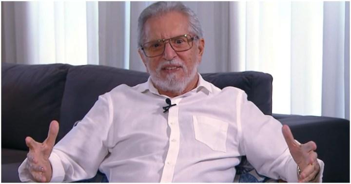 Carlos Alberto falou aos fãs que tomou a segunda dose da vacina e está preparado para voltar ao SBT (Foto: Reprodução)