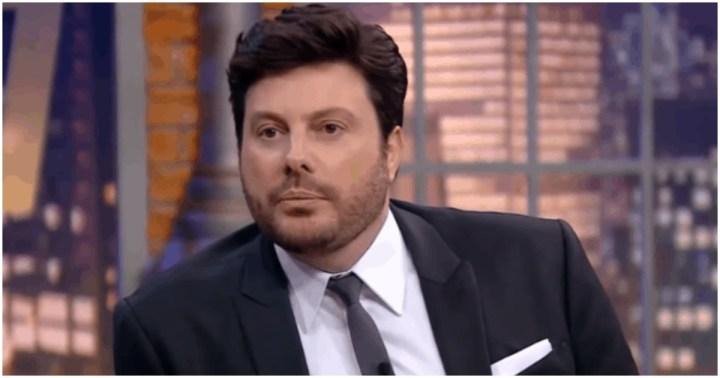 Danilo Gentilli mostrou que seu rosto ficou inchado (Foto: Reprodução)
