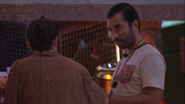 BBB21: Fiuk e Gil conversam sobre Viih Tube durante a festa (Foto: Reprodução)