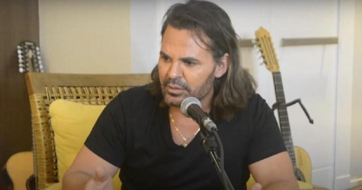 Eduardo Costa lança música sobre crise no país e chora com repercussão (Foto: Reprodução)