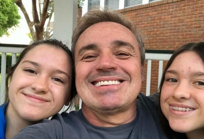 Gugu e suas filhas gêmeas (Foto: Reprodução)
