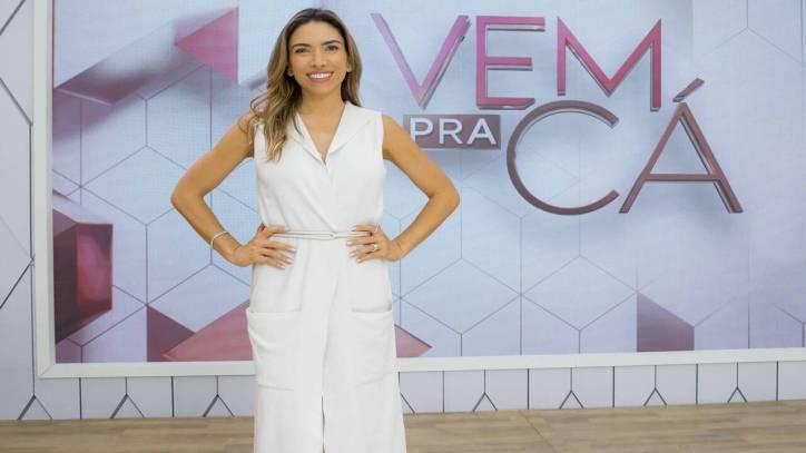 Patrícia Abravanel convida pastores para fazer momento de adoração no estúdio do programa Vem Pra Cá
