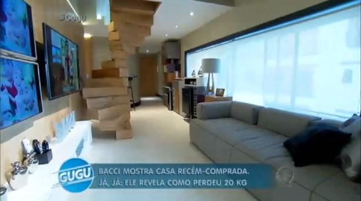 Sala do rapaz com 3 televisores (Foto: Reprodução)