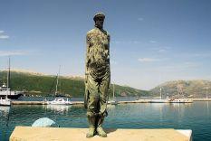 The statue to seamen at Sami