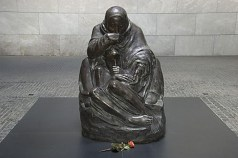 Kathe Kollwitz, Mother and Dead Son