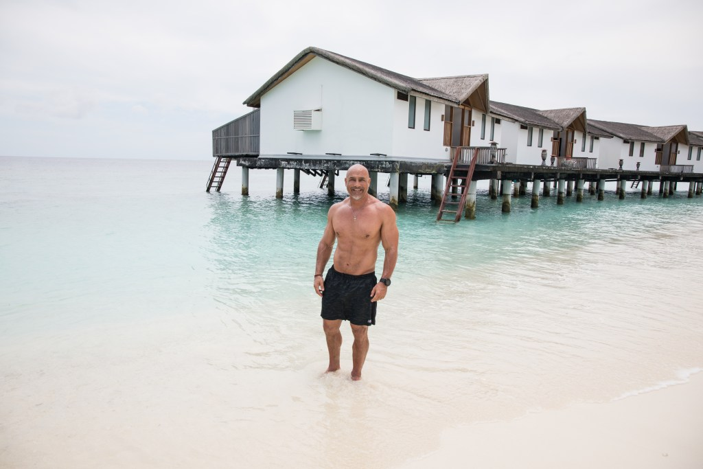 What is a muscled guy to do in Singapore and Maldives? 14