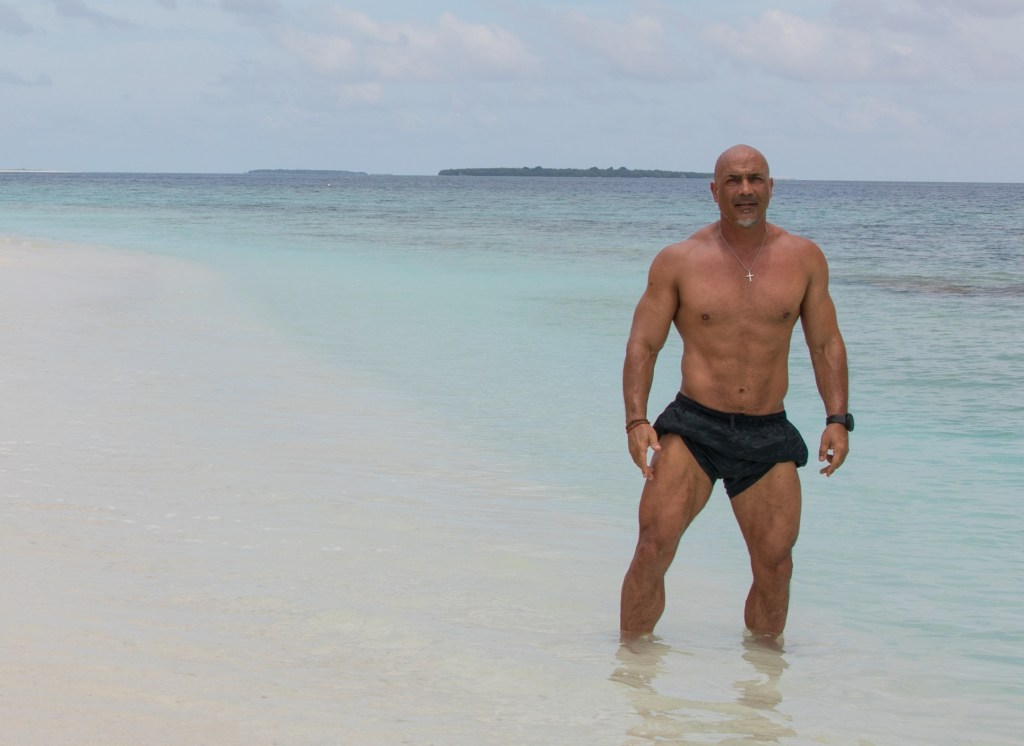 What is a muscled guy to do in Singapore and Maldives? 15