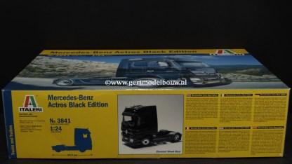 Italeri 3841 Mercedes Benz Actros Black Edition, geopend, lees omschrijving MERCEDES BENZ 3841