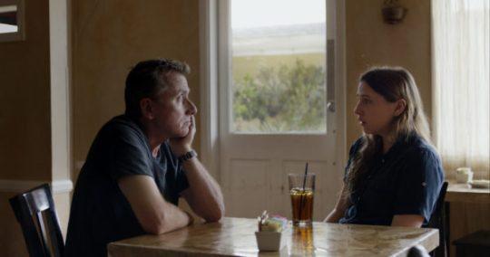 Tim Roth & Sarah Sutherland (dochter van Kiefer Sutherland) als David en zijn dochter Nadia