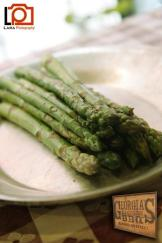 Grilled asparagus with olive oil and garlic