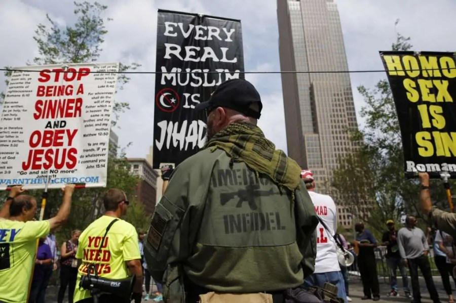 Demonstranten ausserhalb der Republican National Convention, 18. Juli 2016, in Cleveland, Ohio; Quelle: mysanantonio.com