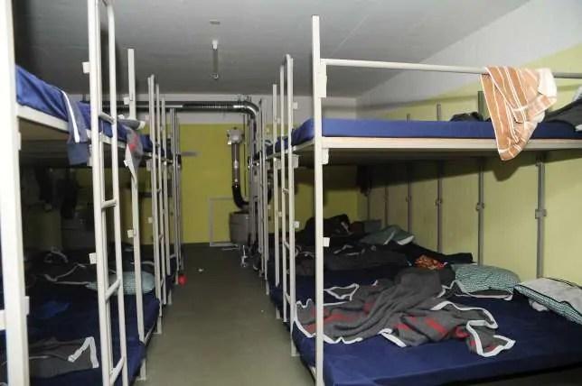Schlafsaal für Asylsuchende in Zivilschutzbunker; Quelle: blick.ch