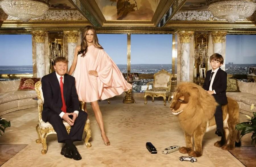 Familienfoto im goldenen Apartment, Quelle: housebeautiful.com