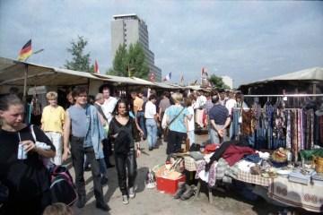 Krempelmarkt am Reichpietschufer . Foto: Ulrich Horb