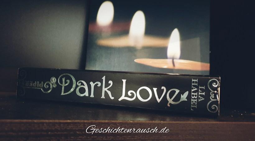 Buchrücken mit Kerzen