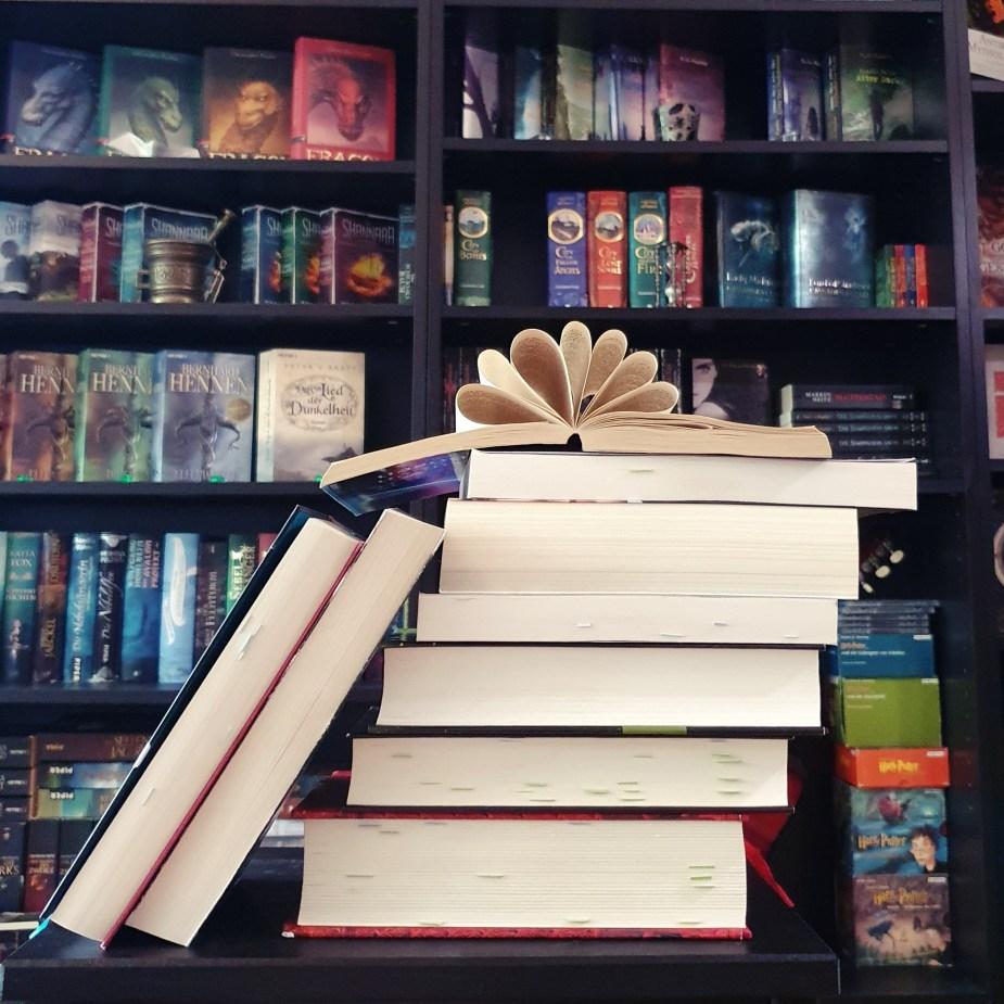 Bücherstapel - Junibücher