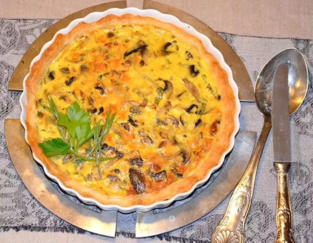 Tarte aus Blätterteig und Champignons
