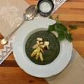 Spinat aus frischen Brennesseln mit gebratenem Spargel