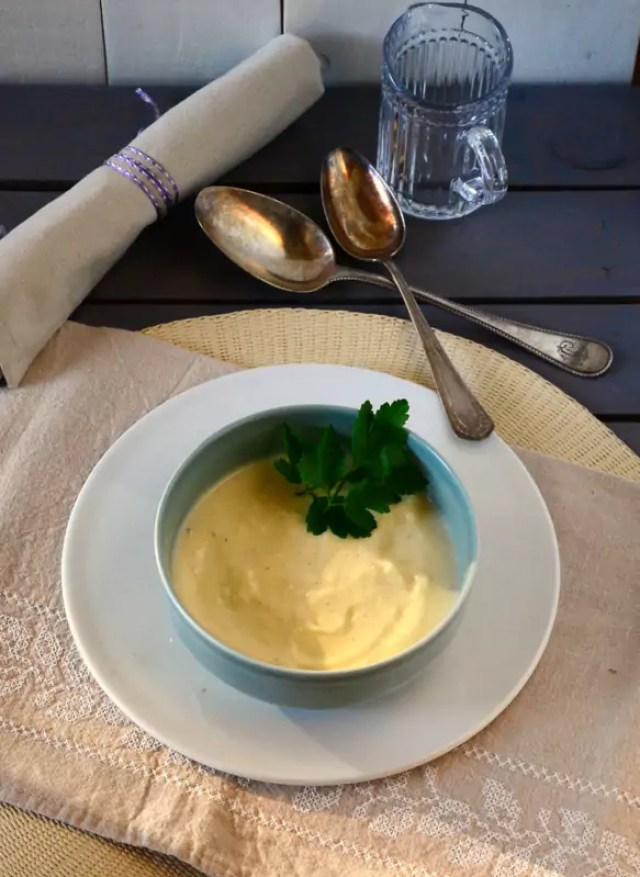 Suppe mit Sellerie und Kartoffel
