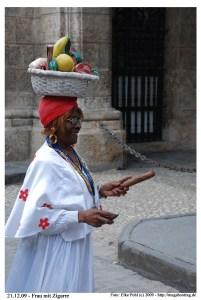 Cuba 031 - Foto des Tages (Frau mit Zigarre)