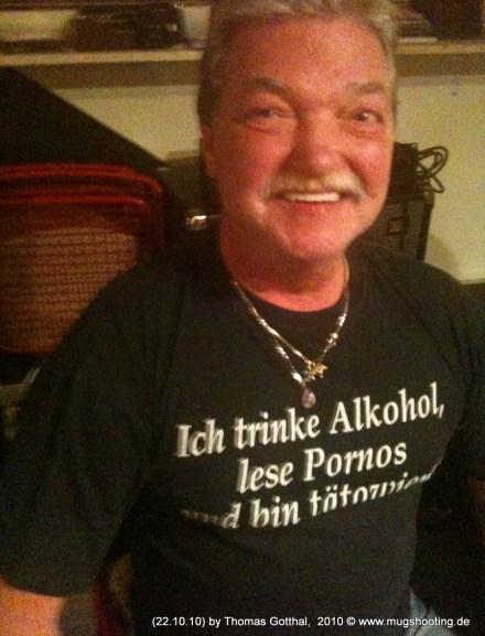 Sein Name ist Dieter, oder anders: Alkohol, Pornos & Tätowierungen
