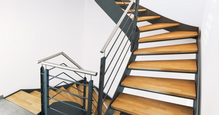 Mit leichter Eleganz durch den Raum: Flachstahltreppen im modernen Interieur