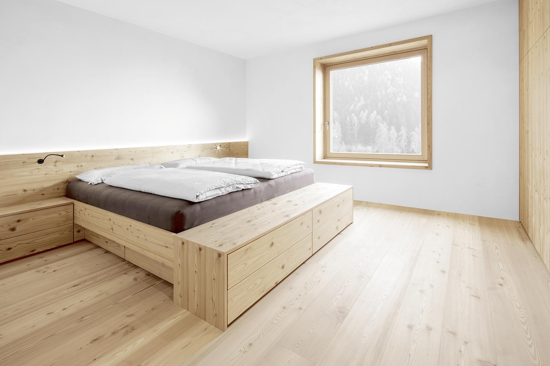 Guter Schlaf lässt sich einrichten – mit den Naturholzböden von mafi im Schlafzimmer