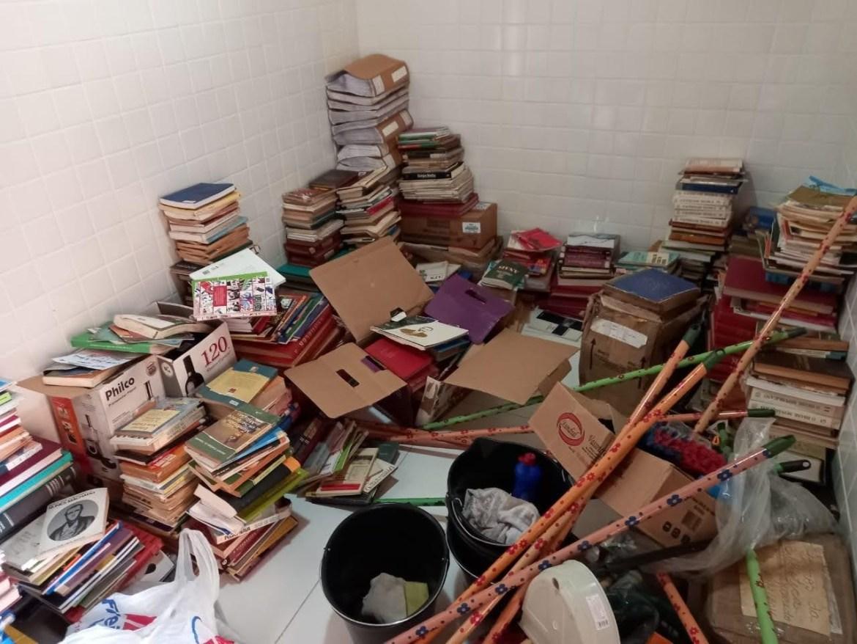 Acervo da Biblioteca Municipal de Sapé se perde e campanha é lançada para arrecadar livros