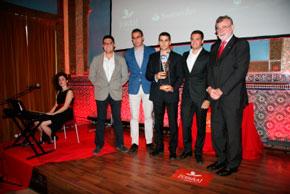 El rector junto a los ganadores
