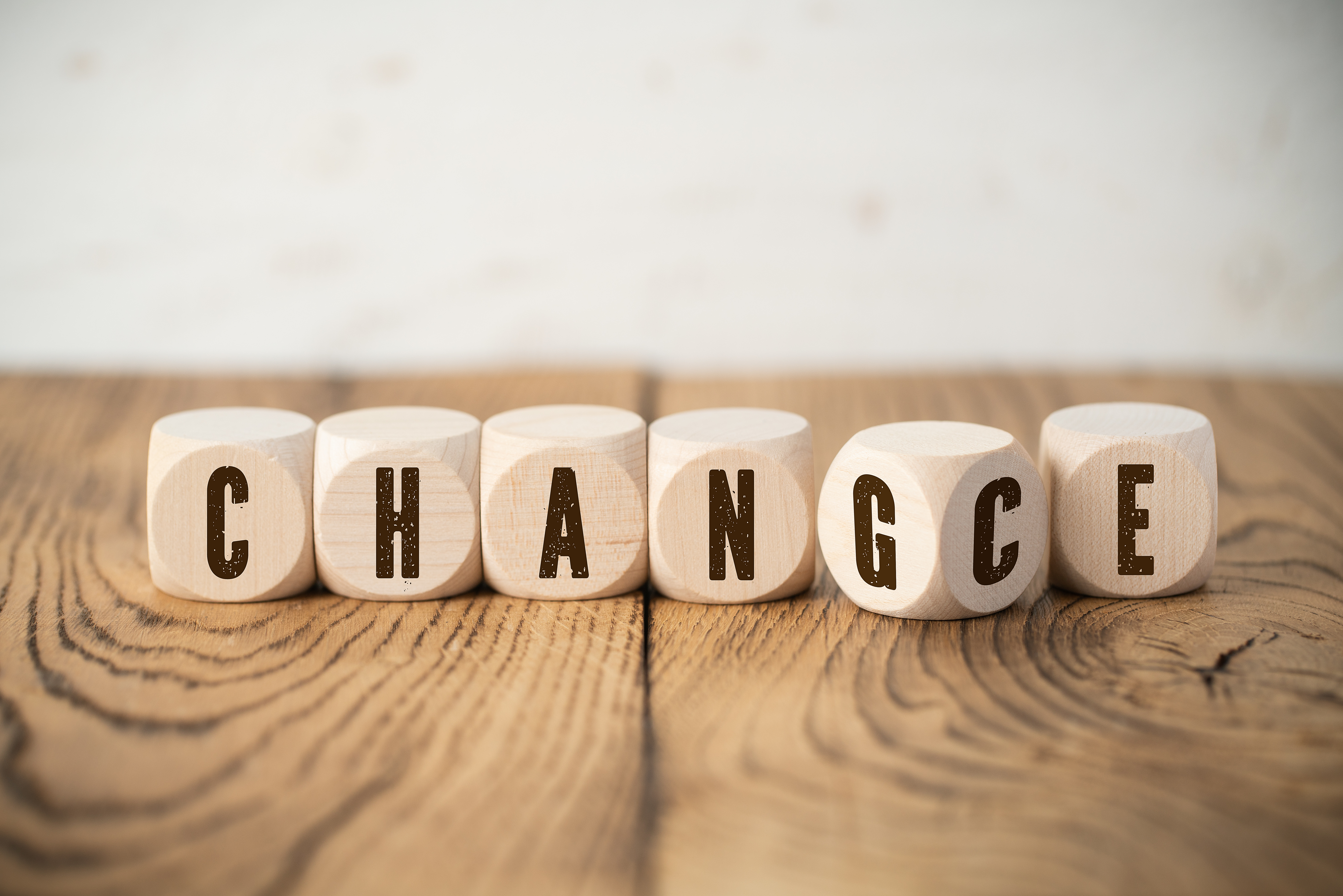 """Cubes with letters where one of them has two letters showing the words """"change"""" and """"chance"""" at the same time"""