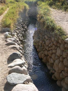 Acueductos preincas en Nazca - Ica.....