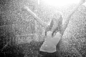 Aprender de la adversidad: ¿y por qué no bailar bajo la lluvia?