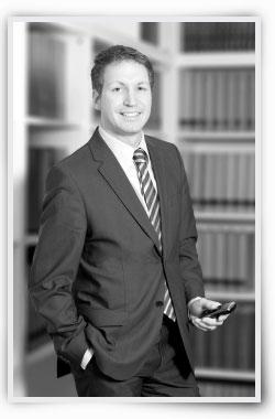 Bjoern Huelsenbeck, Fachanwalt für Medizinrecht, Versicherungsrecht und Sozialrecht
