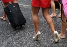 Wallpaper Model City Barefoot Red Park Legs