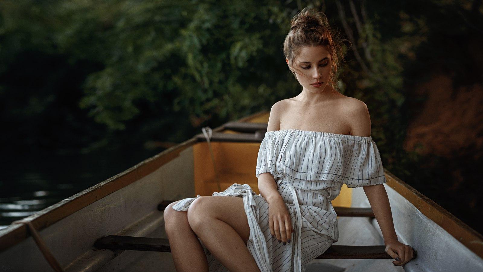 Barca Girl Wallpaper Sfondi Brunetta Donne All Aperto Barca Spalle Nude