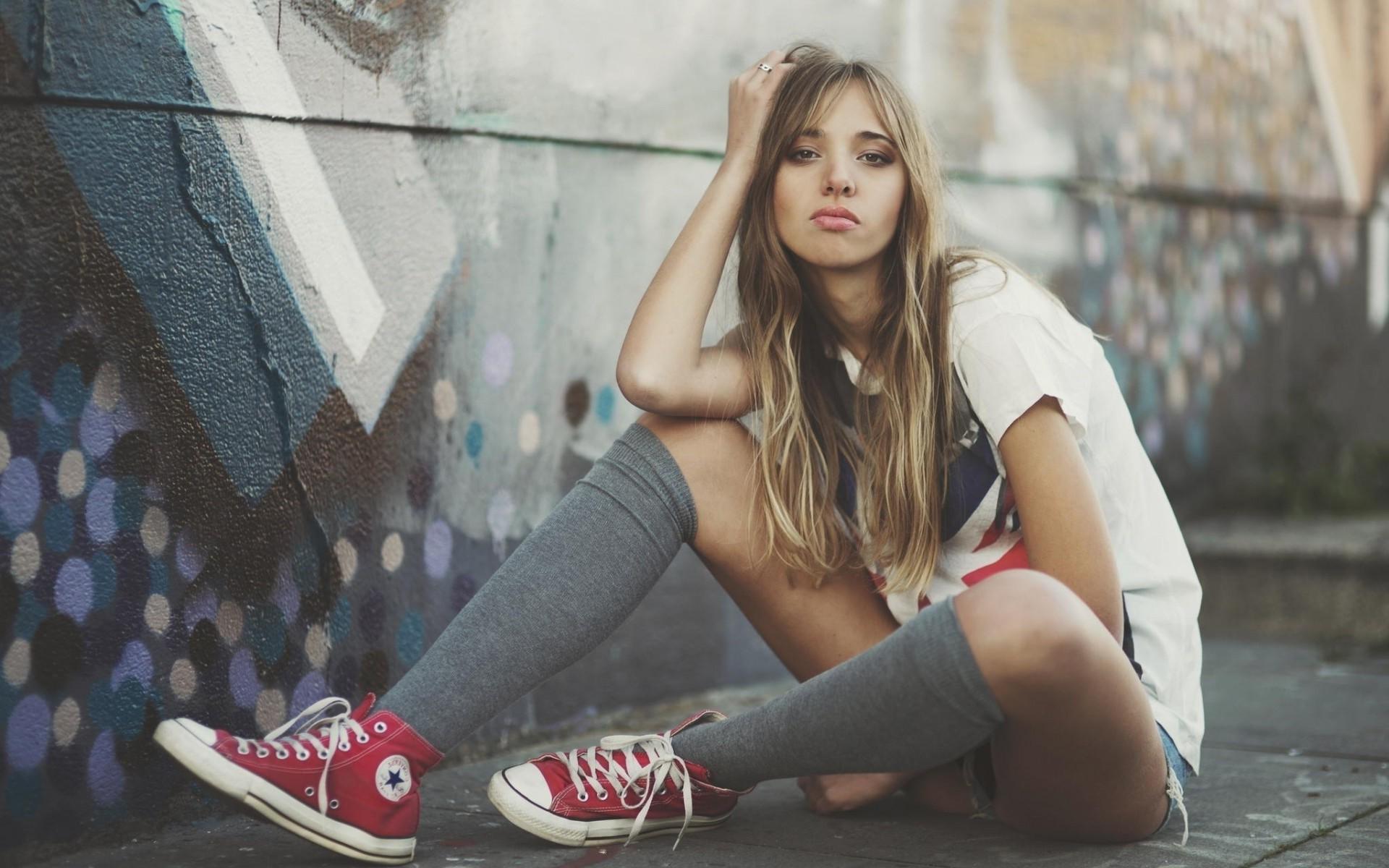 Girl Skateboards Wallpaper Hd Wallpaper Women Model Blonde Sitting Photography
