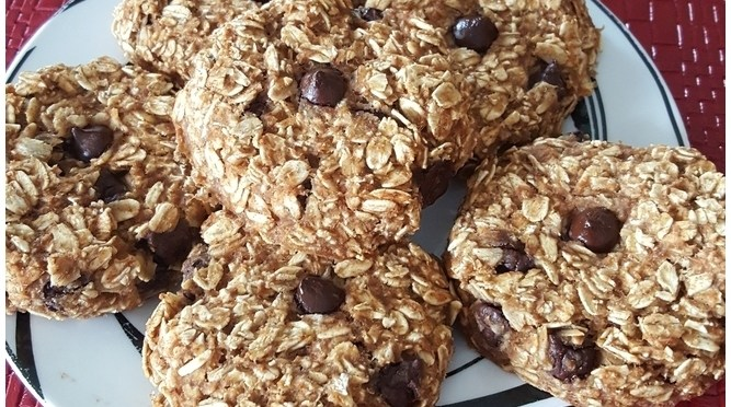 Quick Chocolate Chip Oat Cookies