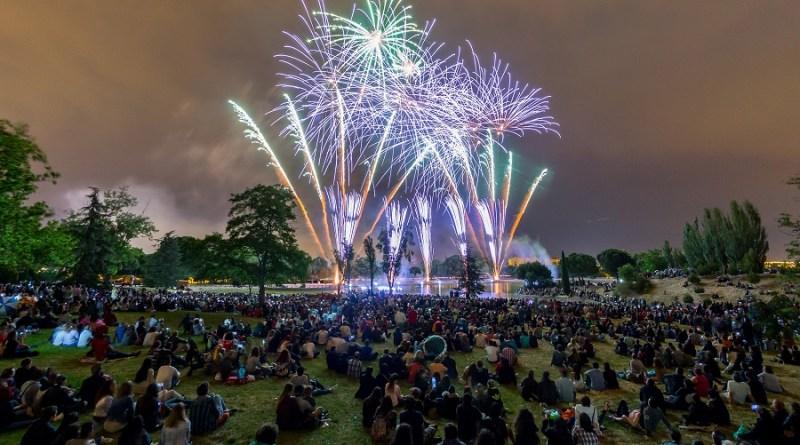 El espectáculo piromusical en el Lago marca el arranque del último fin de semana de Fiestas