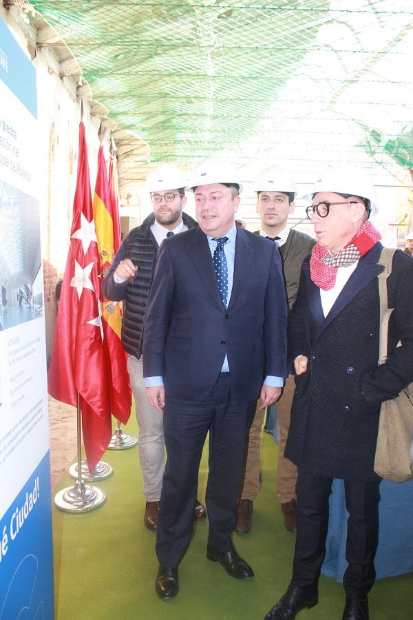 El ex alcalde Juan Soler junto al arquitecto, Joaquín Torres en primer plano. Tras ellos dos de los 4 concejales populares investigados por el caso Teatro Madrid. Foto_Ruth Holgado.