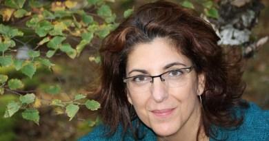 Rosana Acquaroni abre las puertas de su poemario La casa grande