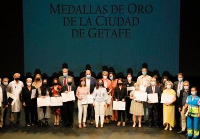 Getafe rinde un emotivo homenaje al personal sanitario