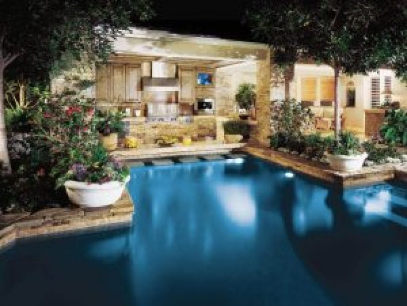 Hottest large swimming pool designs #swimmingpooldesign #pooldeckandpatiodesigns #smallbackyardpools