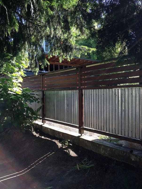 Amazing concrete fence posts #privacyfenceideas #gardenfence #woodenfenceideas