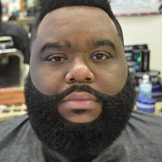 Uplifting beard styles for men with short hair #beardstyles #beardstylemen #haircut #menstyle