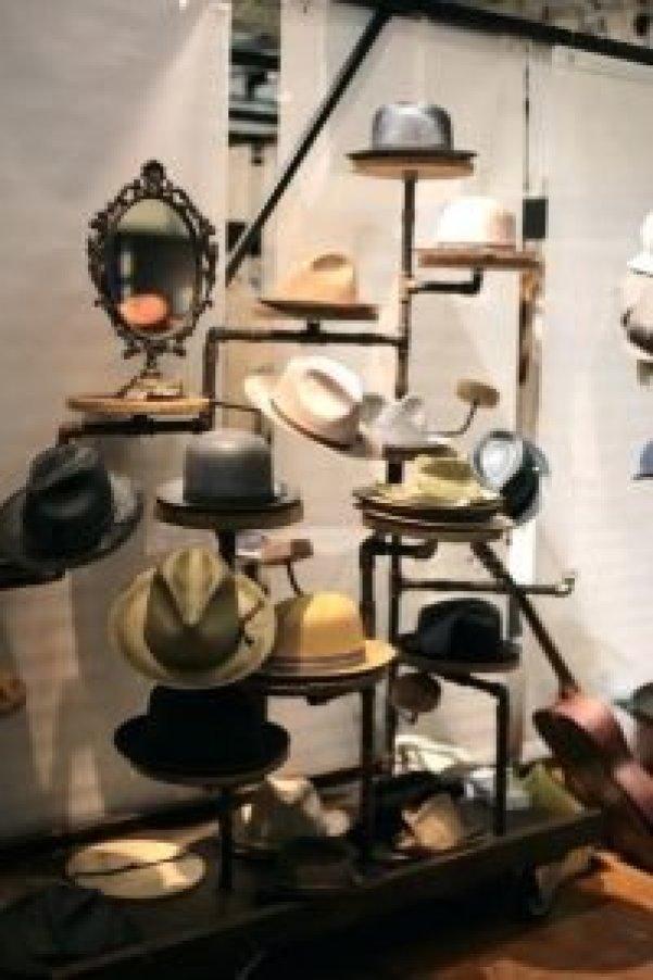 Brilliant hat rack ideas home #diyhatrack #hatrackideas #caprack #hanginghatrack