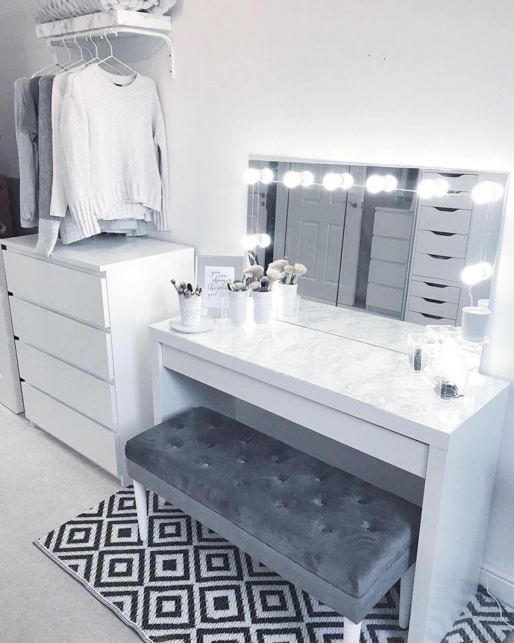 Excited modern makeup vanity #makeuproomideas #makeupstorageideas #diymakeuporganizer