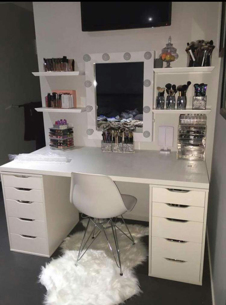 Extraordinary vanity table with lights #makeuproomideas #makeupstorageideas #diymakeuporganizer