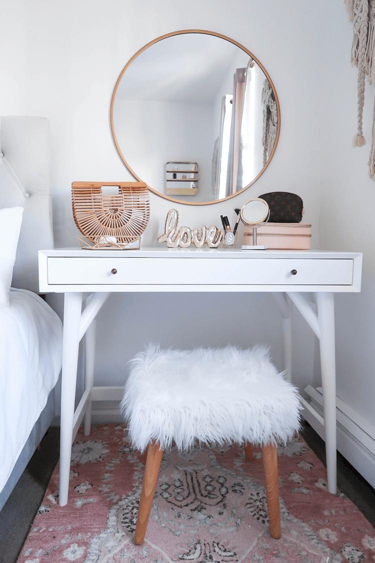 Glorious makeup vanity mirror #makeuproomideas #makeupstorageideas #diymakeuporganizer